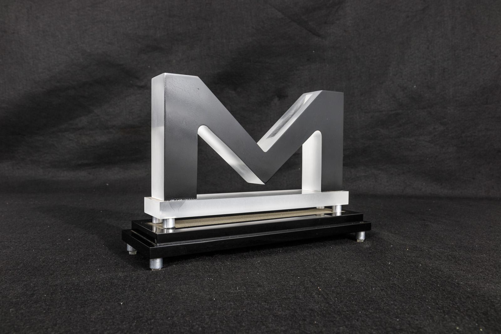 M Display
